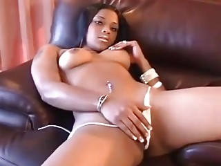 Sexy ebony babe loves to show us her bod