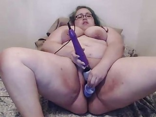 BBW with glasses uses multiple toys on herself