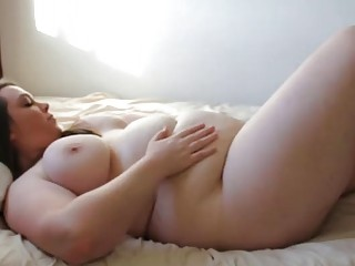 Sexy amateur BBW loves to finger band herself