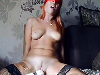 Blindfolded chick pleasured with a Hitachi toy