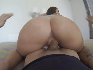 Jessica Lynn gives a blowjob before he rams her