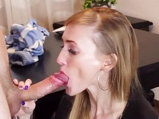 Mind controlling an amateur hottie and making her suck