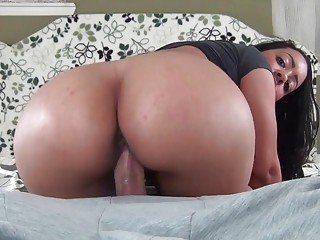 Hot brunette gives a blowjob before she's creamed in POV