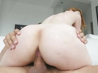 Jiggly booty beauty