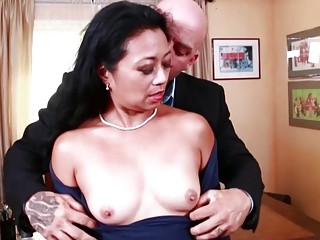 Mature Lucky Starr fucks hardcore in stockings and high heels