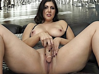 Mature naughty girl enjoys masturbation and toying her trimmed pussy
