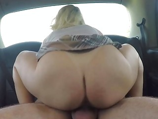 Filthy amateur licks ass and fucks hardcore in a car